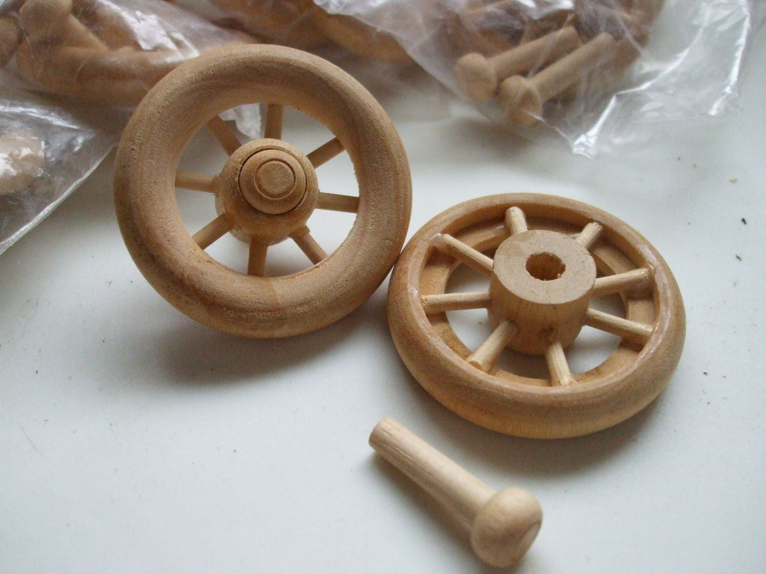 Wood craft Oak pegs buttons spoked wheels spindles 175