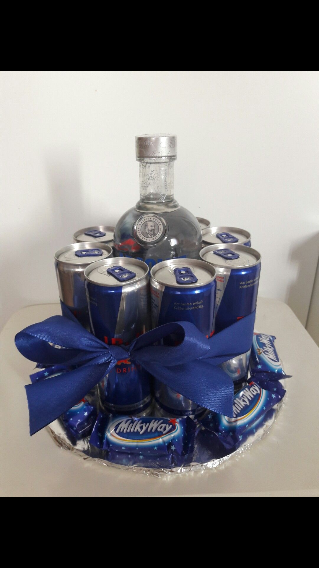 Geburtstagsgeschenk Vodka + 8 Red Bull Dosen