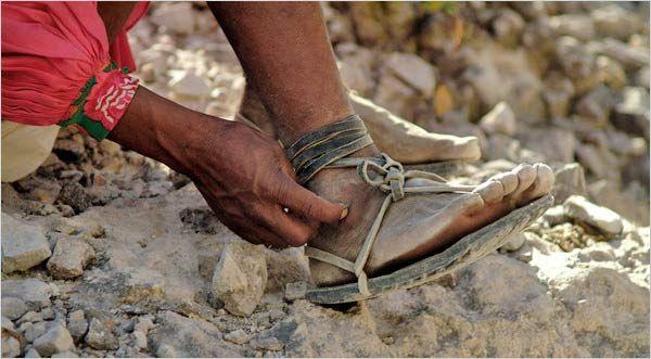 Arnulfo Quimare, a Tarahumara Indian who is a champion distance ...