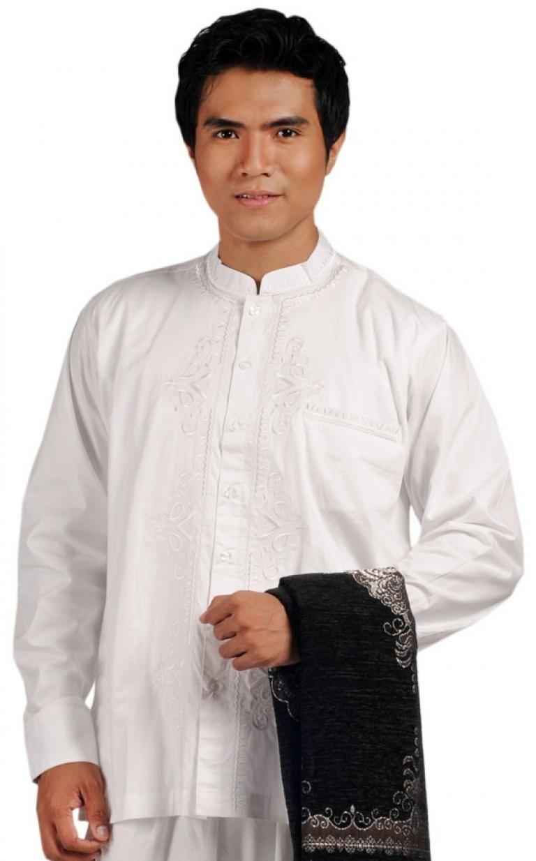 motif dan aksen yang ditampilkan pada baju koko modern menambah kesan menarik kali