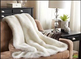 White Faux Fur Throw Blanket On Couch With Images White Faux Fur Throw Pillows And Throws Livingroom Layout