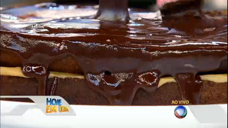 Pão de mel: Juan Alba e Edu fazem essa delícia de receita caseira - Vídeos - R7