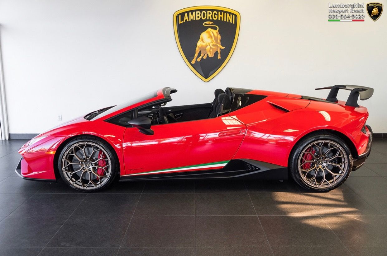 Huracan Performante Spyder painted in Rosso