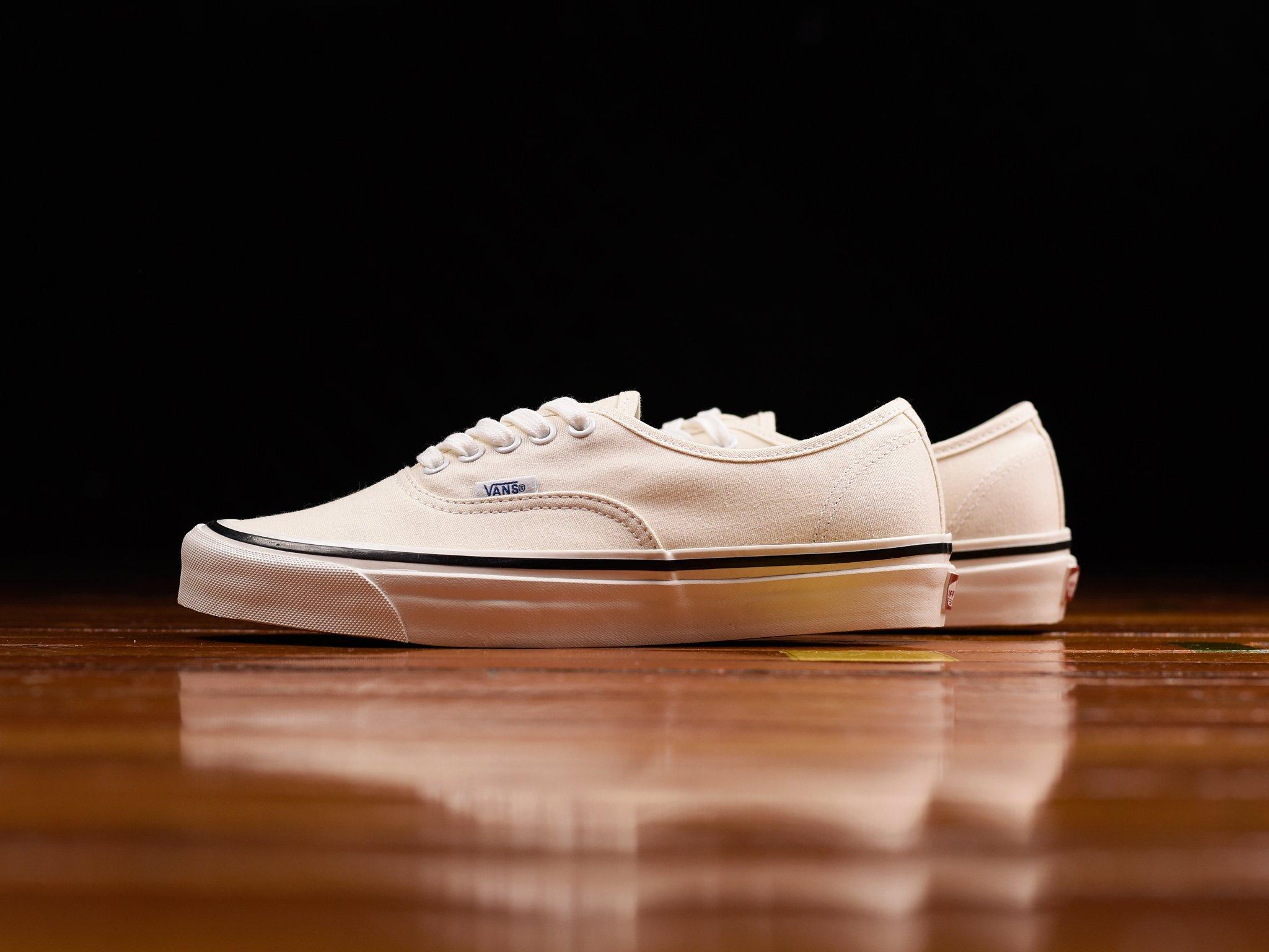 Vans Anaheim Factory Authentic 44 Dx Classic White Vn0a38enmr4 Vans Vans Shop Vans Old Skool Sneaker