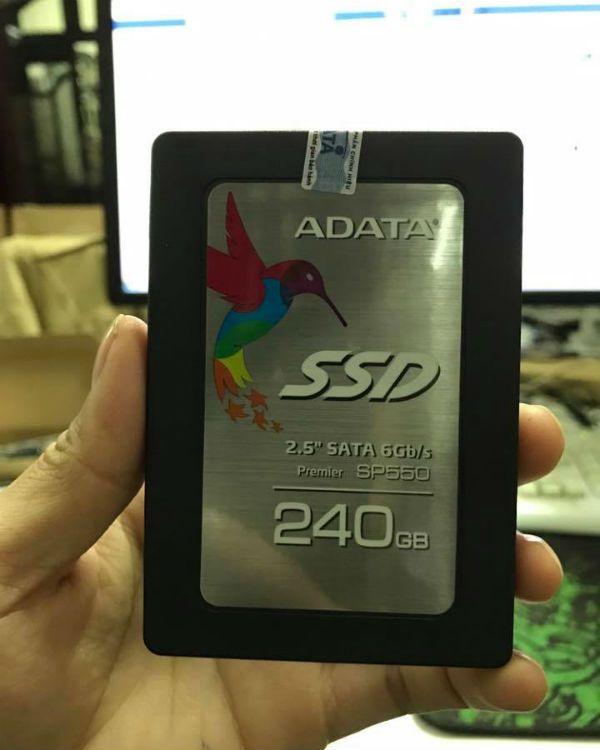 Ổ SSD 240GB ADATA SP550 *********************************** 👉 Ổ cứng SSD 240GB ADATA SP550 chuẩn giao tiếp SATA III cho tốc độ truyền dữ liệu lên đến 6GB/s, tốc độ đọc dữ liệu lên tới 560MB/s và tốc độ ghi đạt 510MB/s. 👉 Truy cập link để xem thêm: http://24hcongnghe.vn/ssd-240gb-adata-gia-re