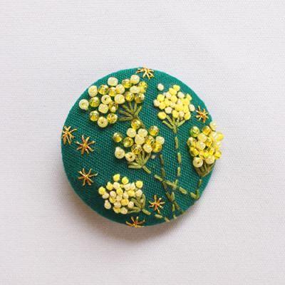 Zenma くるみ手刺繍ブローチ 花色 レモン色