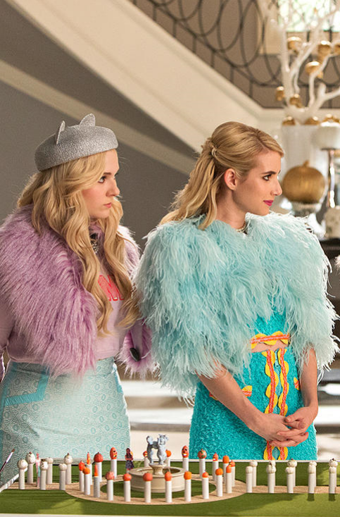 13 Celeb Inspired Halloween Costumes You Already Have In Your Closet | The  Chanels From Scream Queens