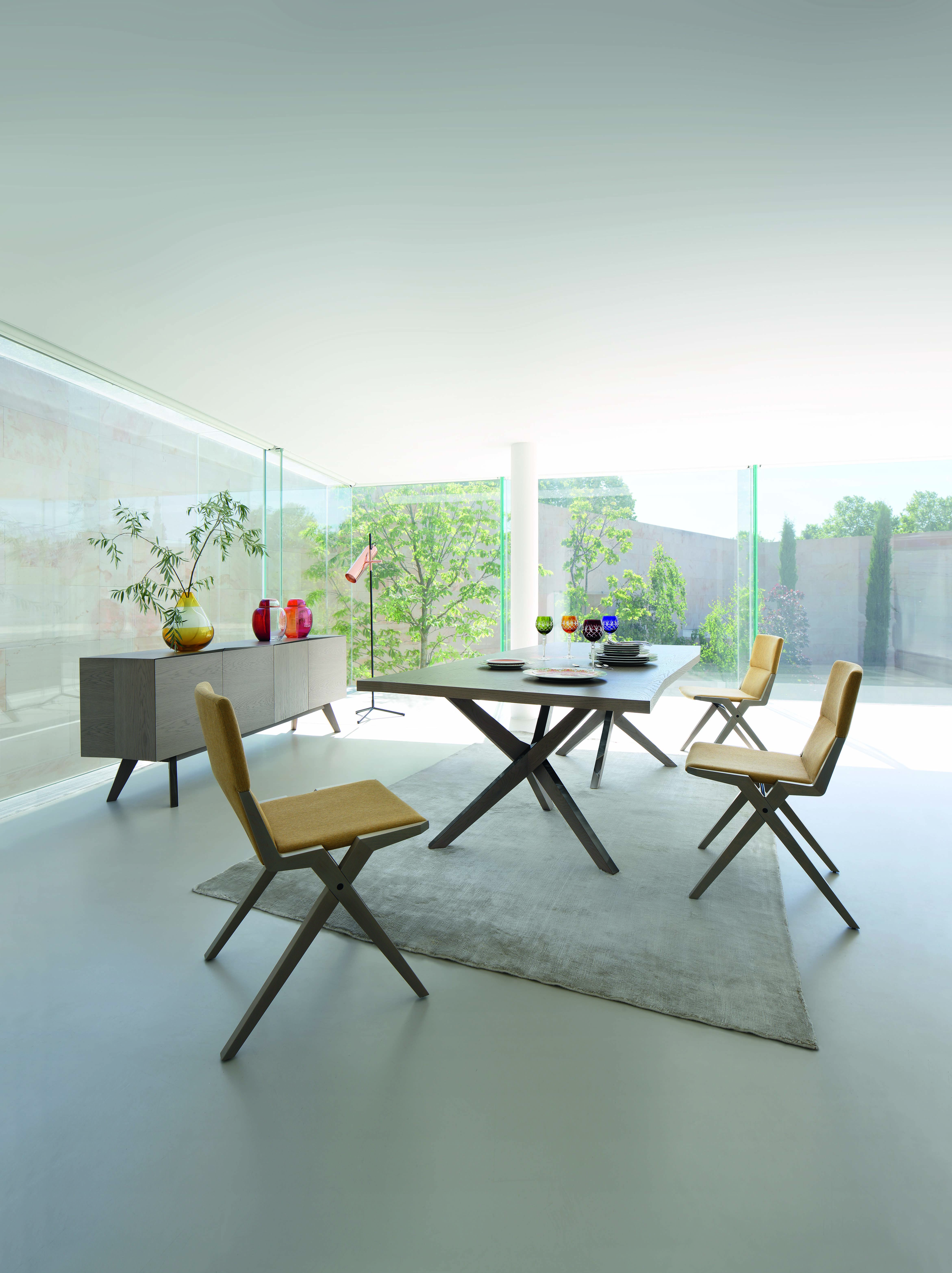 Roche Bobois Jane Dining Table Designed By Christophe Delcourt Table Salle A Manger Table Repas Rochebobois