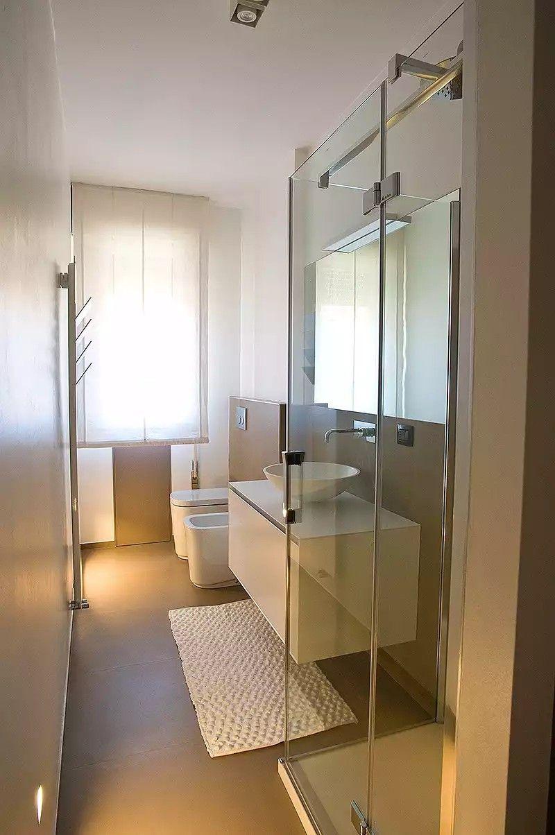 Bagno piccolo stretto e lungo sui toni del beige  bathroom  Pinterest  Bathroom Narrow