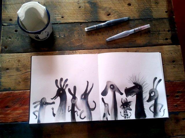 Cómo se divierte Adolfo Serra dibujando monstruos en su cuaderno y cómo disfrutamos viéndolos.