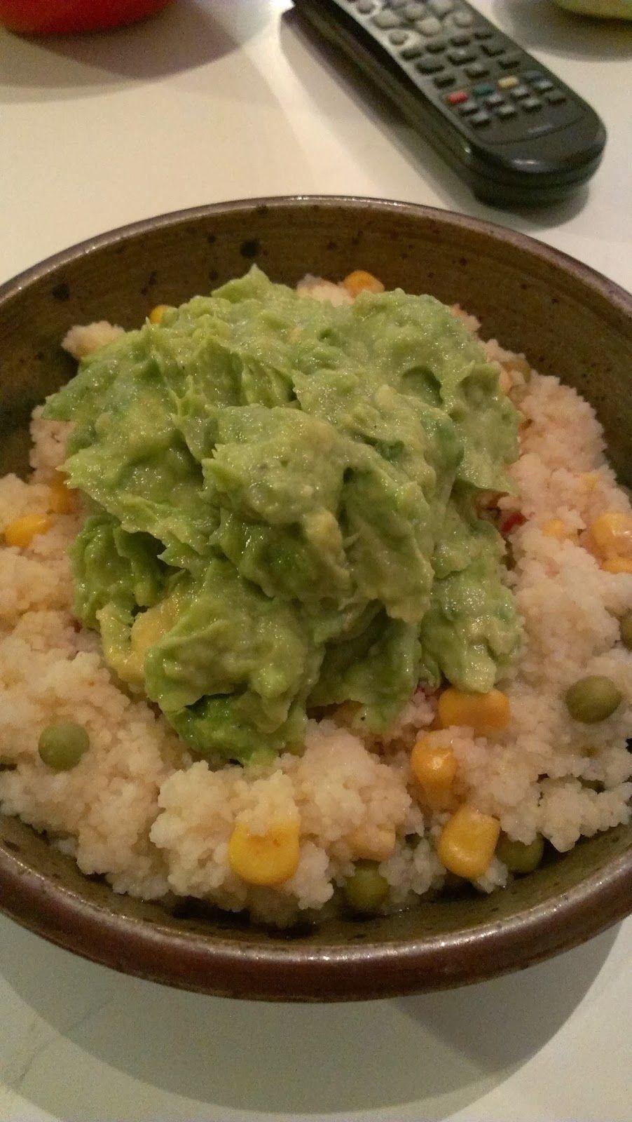 Ein Abendessen für Ultrafaule, wie Sinah sagt: Couscous mit TexMex und Avocadocreme. Yammie!