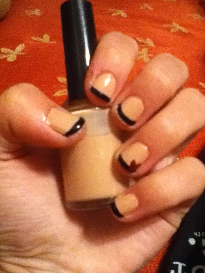 Nude nail polish w/ black tips and red accent heart