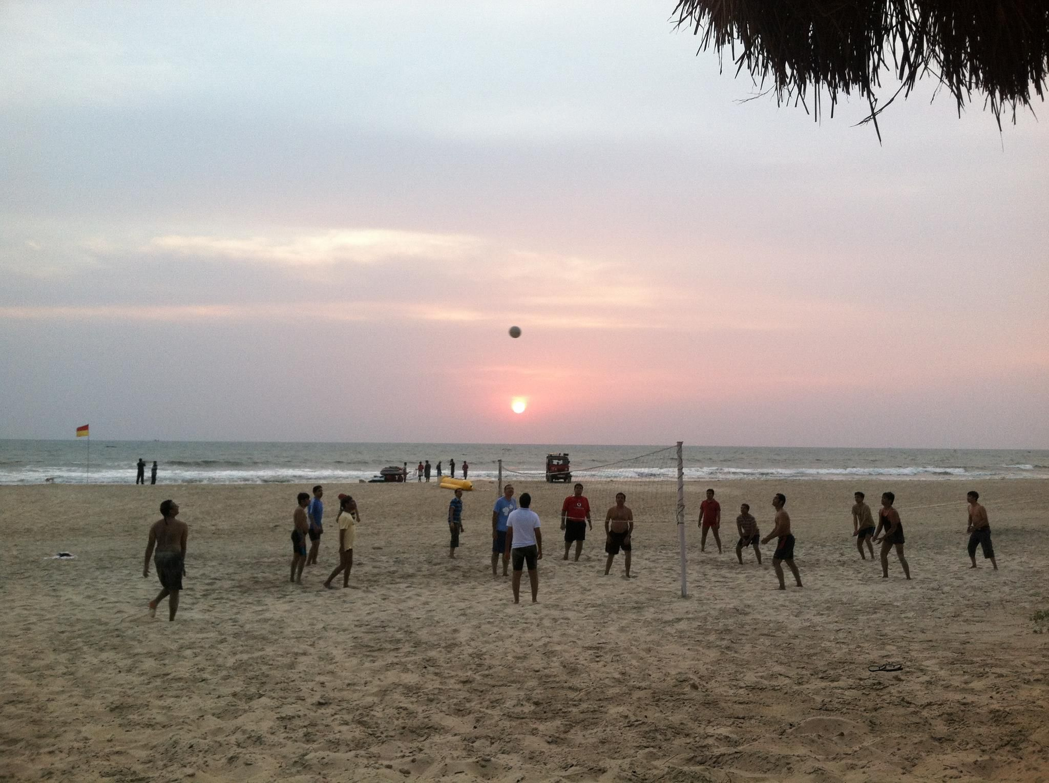 Most Of The Bluestacks Team Plays Volleyball In Goa India At Our Company Retreat Big Things Planned For This Year Outdoor Retreat Play Volleyball