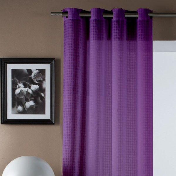 cortina lisa de color morada con cuadrantes es muy bonita fcil al colocarla