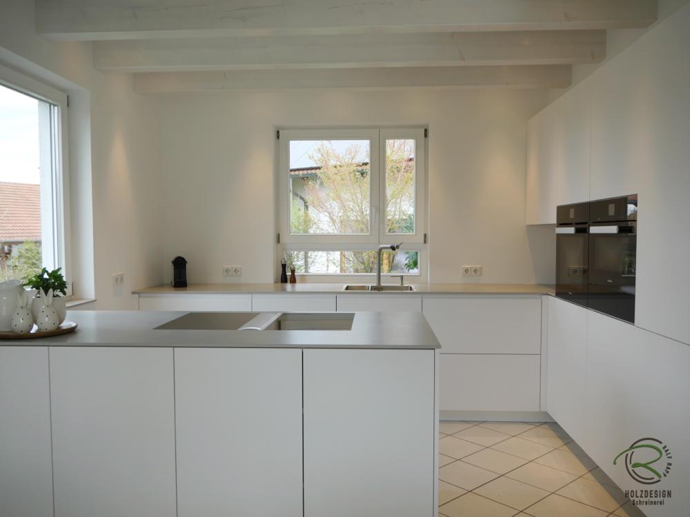 Grifflose Design Kuche In Weiss Matt Mit Bora Proffesional 2 Kochfeldabzug Kuchen Design Kuche Dachschrage Kuche Vom Schreiner