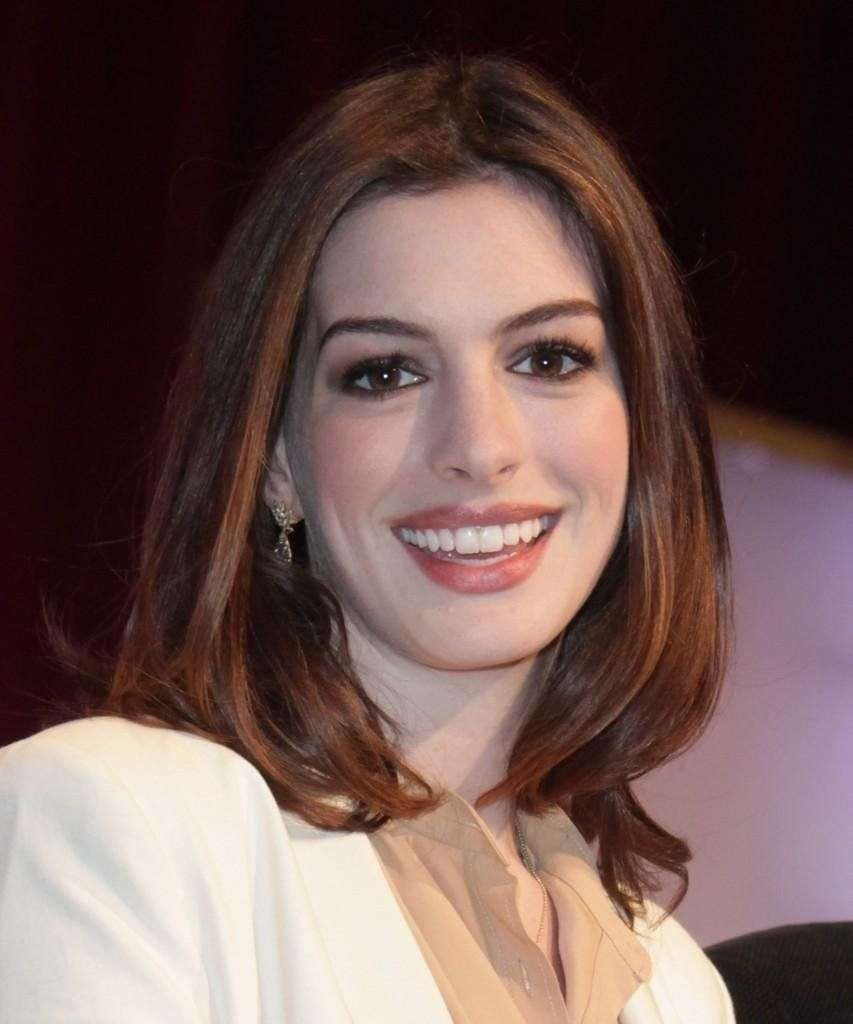 Anne Hathaway Long Bob: Anne Hathaway Straight Chic Shoulder Length Hairstyle Hair