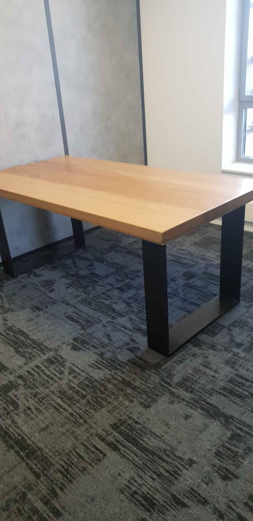 Table Pieds U En Fer Et Plateau Chene Bureau Industriel Table Industrielle Sur Mesure Plateau Chene Table De Reunion Table