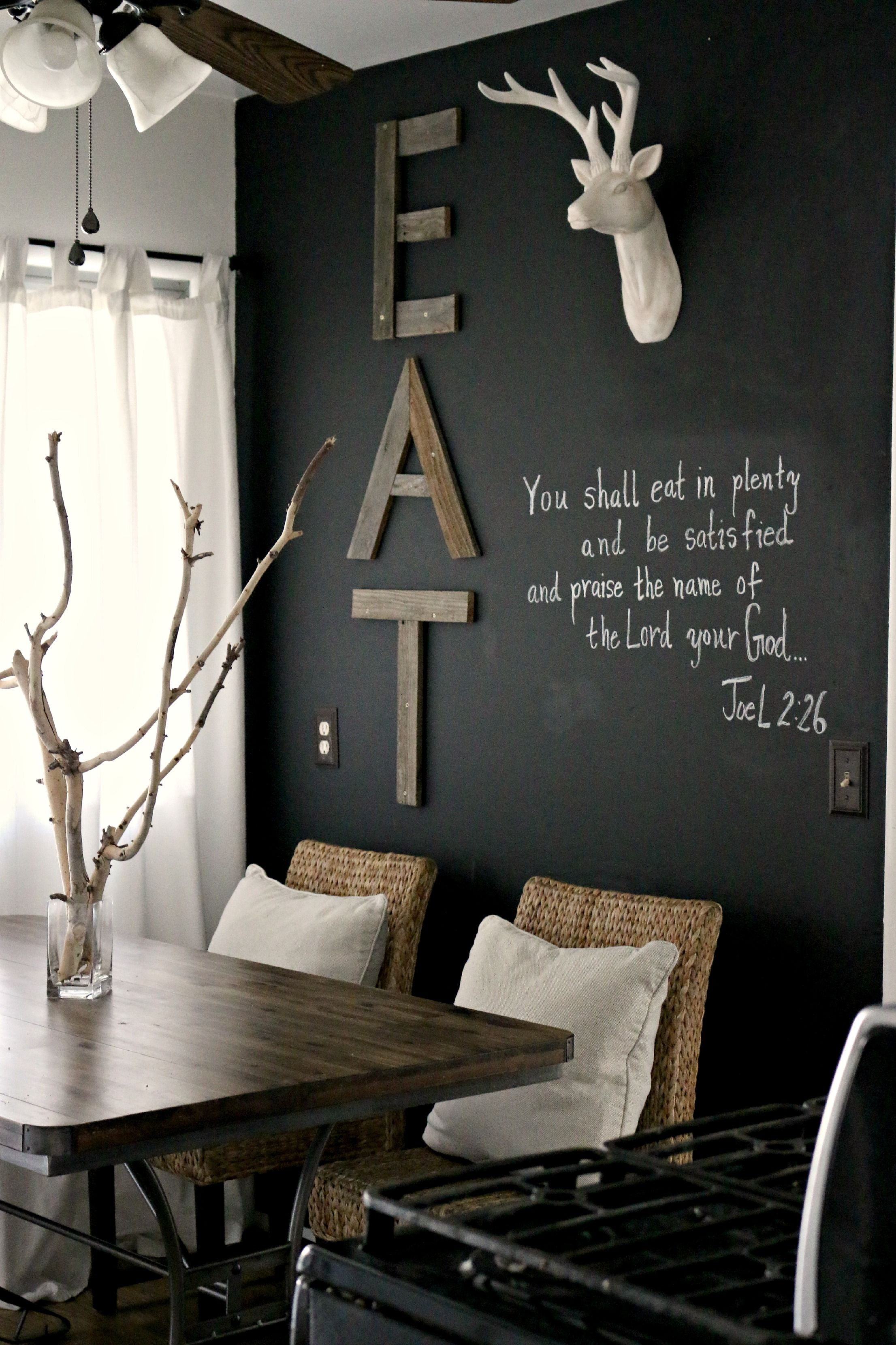 18 Awesome Antler Decorating Ideas 6 And 17 Swoon Rustic Living Room Design Dining Room Inspiration Black Painted Walls