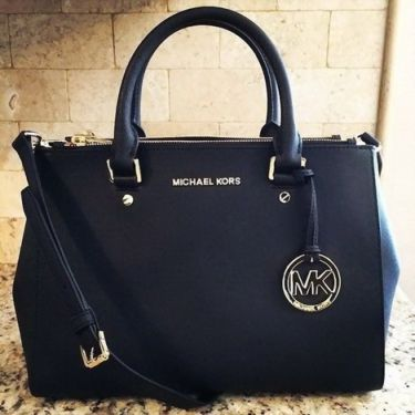 #Michaelkors #Handbags #Purse #Outlet #Backpack  #Outfit Love ,love , so beautiful bag, I love Michaelkor very much. MK!! 59.99 !!!