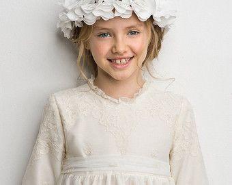 Corona de flores blancas con estambres azules y por NubesDeCoral