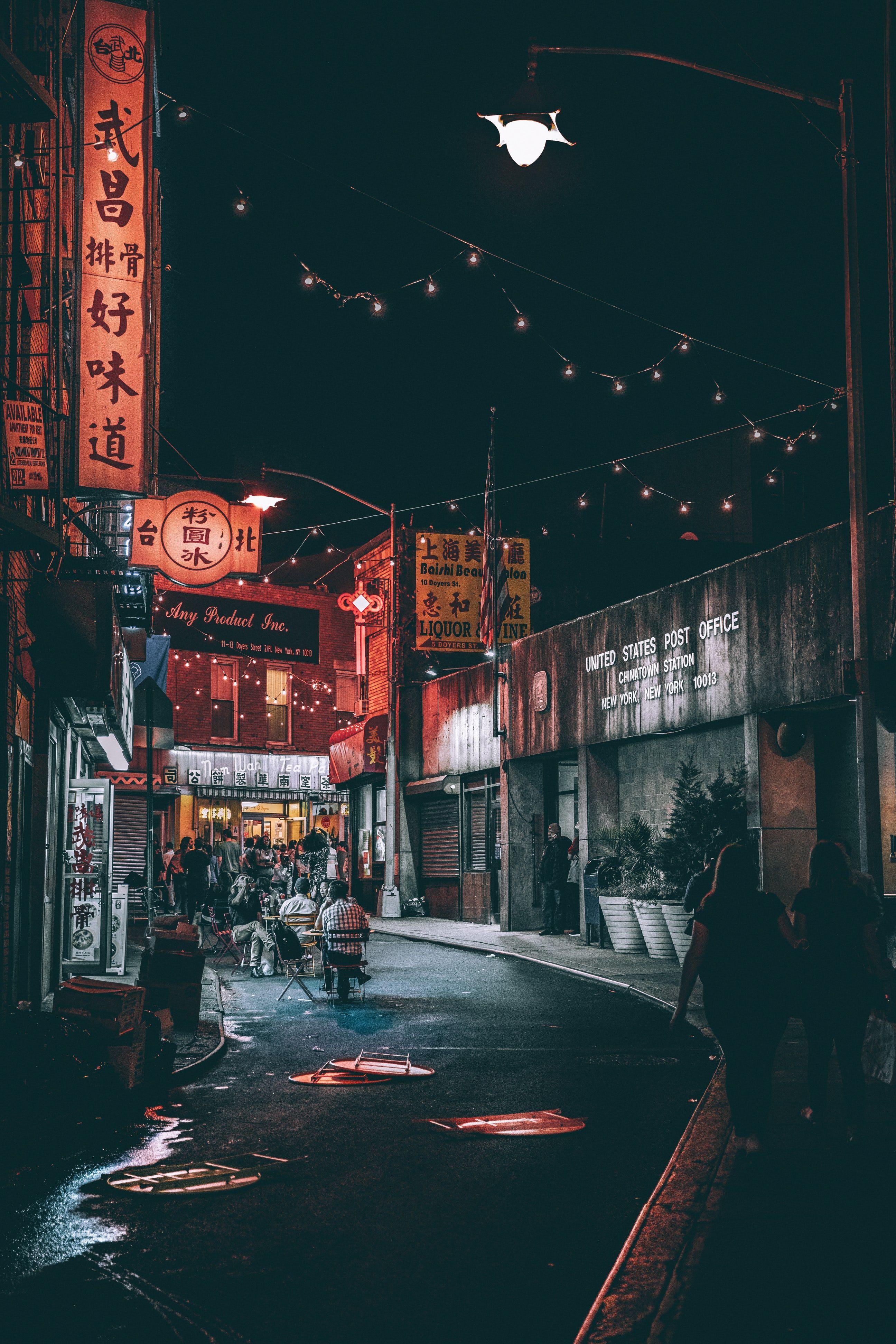People Between Gray Buildings During Nighttime Gorodskaya Fotografiya Nochnaya Fotografiya Tokio Yaponiya