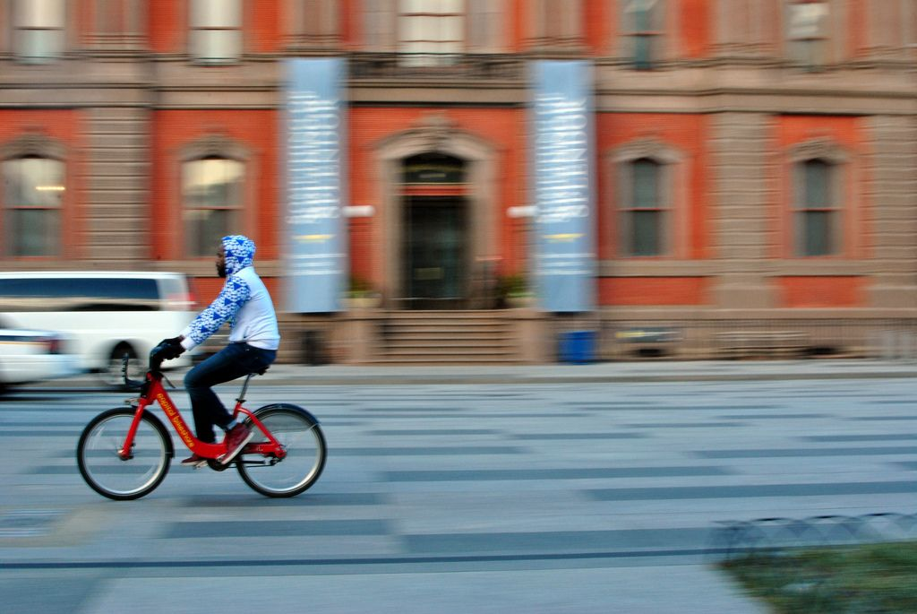 Capital bikeshare is testing dockfree technology this
