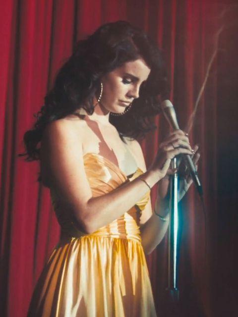 Lana Del Rey debuts new look