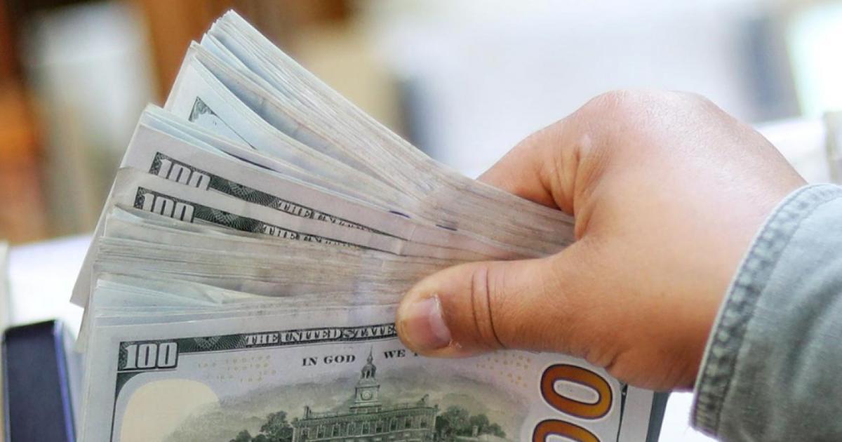 بينما يواصل الدولار الأميركي القوي خسائره أمام العملة المصرية التي تصدرت مكاسب عملات الأسواق الناشئة مقابل الورقة الأميركية الخض In 2020 With Images Money Blog Posts Us Dollars