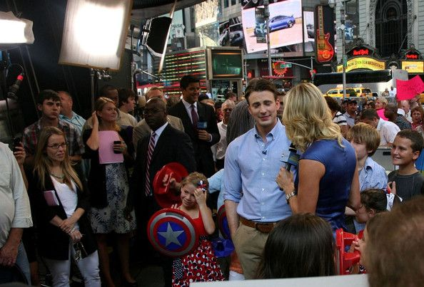 Chris Evans Photos Photos - Chris Evans greets fans at Good Morning America…