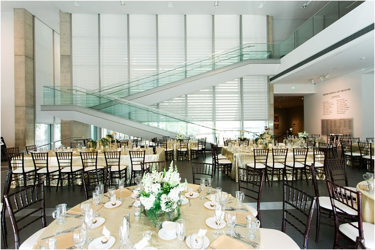 Grand Rapids Art Museum Wedding By Tifani Lyn Photography 0015