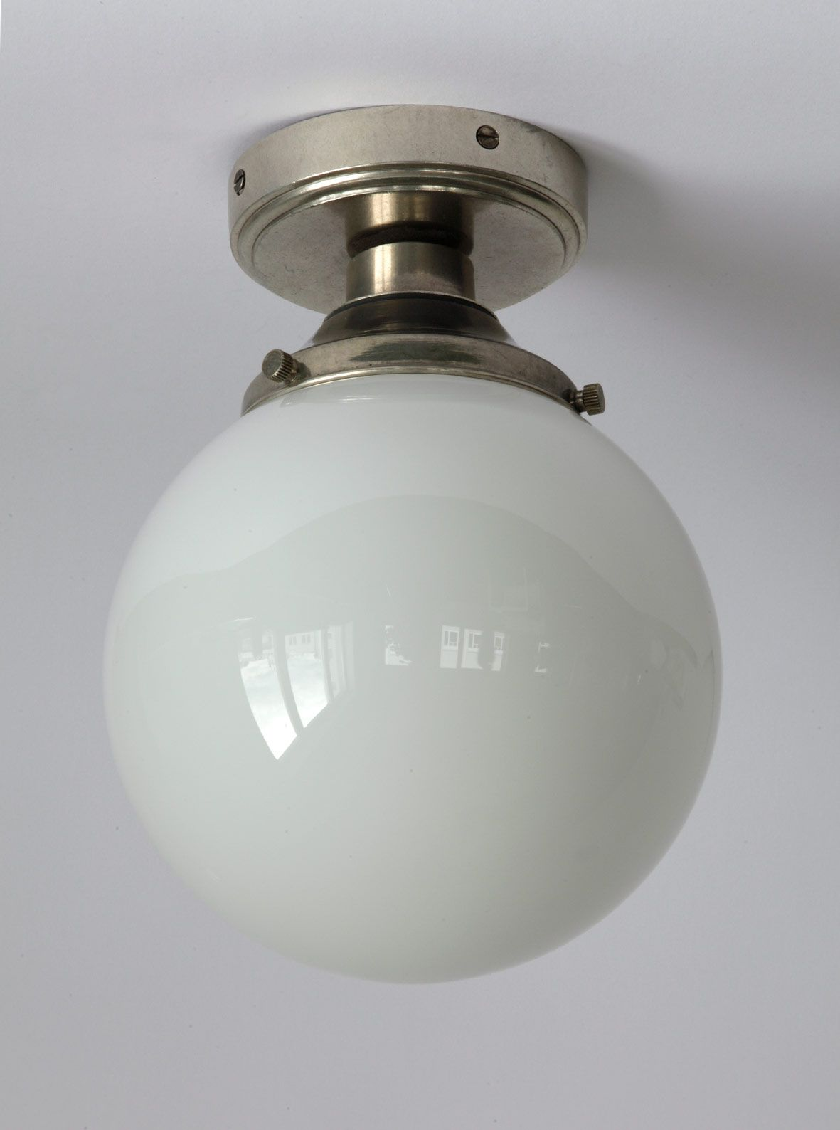 Kugel Deckenlampe Fur Das Badezimmer Opaglas Und Messing Lampe Kugel Lampe Esstisch Lampe