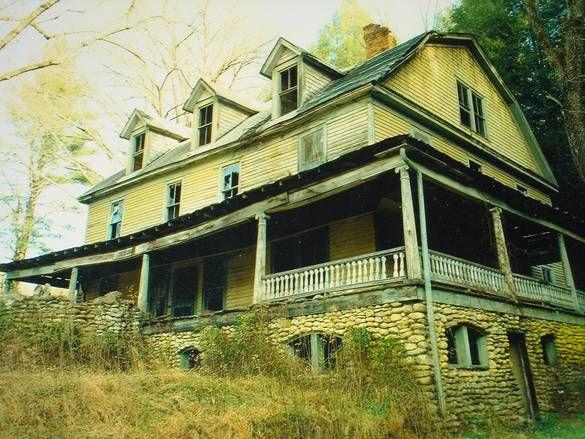 Up Adrj6lmgcm8e9rf8 Jpg 585 439 The Edgemont Hotel House Styles Mansions Front Porch