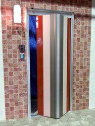折れ戸式で自動開閉する住宅用玄関ドア 自動ドアエントランス
