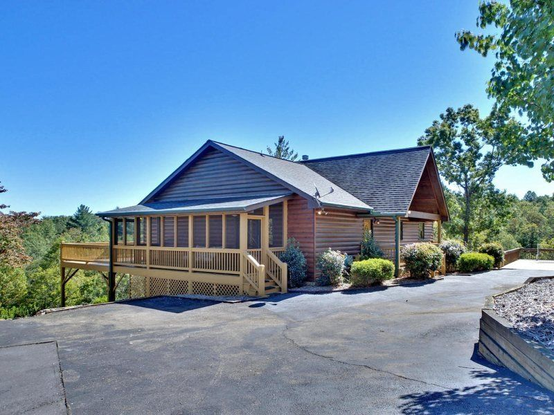 Hidden Lake Lodge Large Drive Up Vacation Cabin Rental near