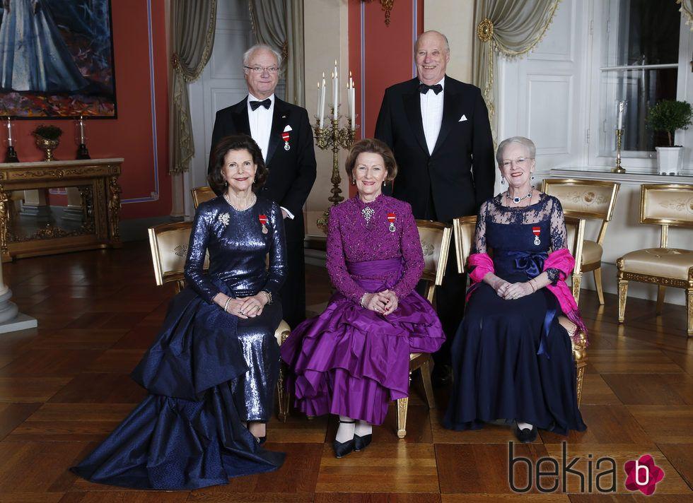 Encantador Vestido De Novia Tradicional Noruego Inspiración ...