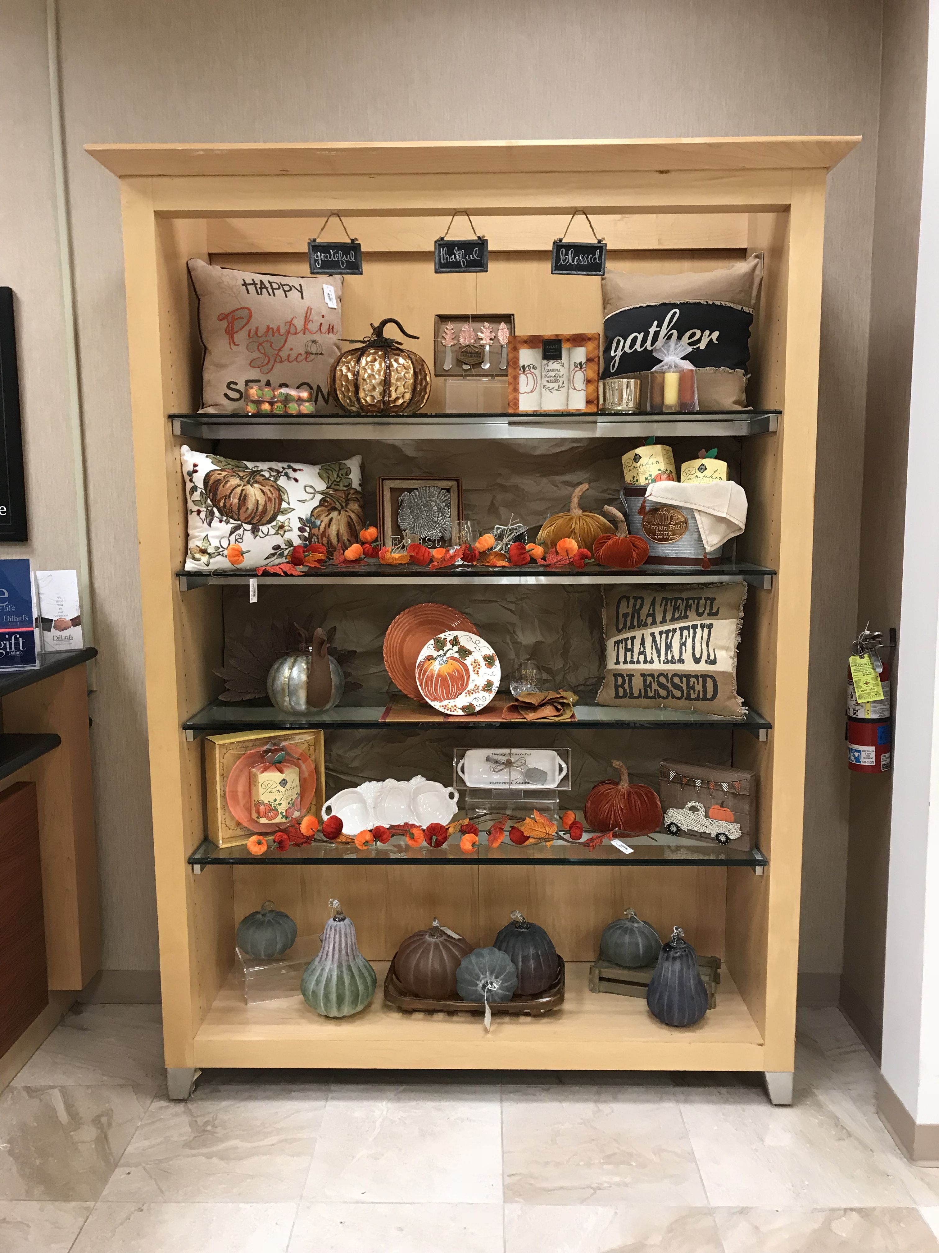 Thanksgiving Bookcase Display Dillards Fall