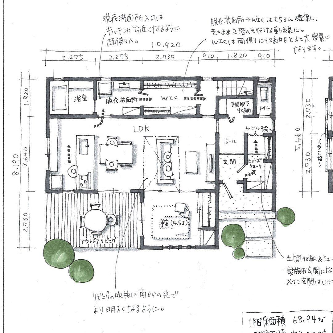 間取り相談依頼より 今回は46坪の二階建てです シンプルな間取りですが 水まわりとクローゼットの位置関係 二階で物干しをする際の動線を考えました Ldkとリビングに隣接する洋室を南面にとり リビングには吹抜けをとって明るく開放的にし