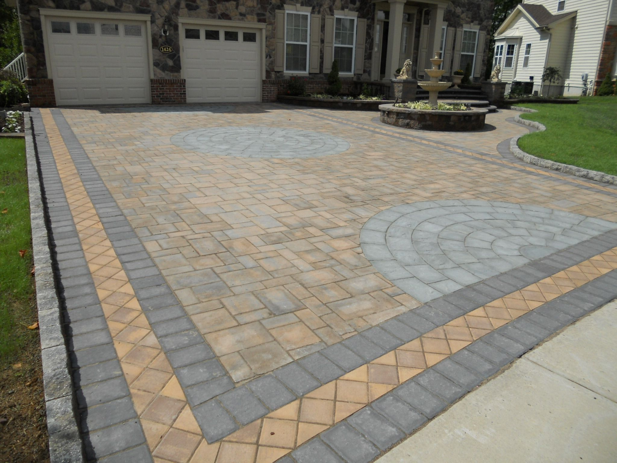 Cambridge pavingstones wall systems color options - A Pavingstone Driveway With Cambridge Pavingstones With Armortec Will Not Only Increase Your Curb Appeal It S A Durable Low Maintenance Driveway Option