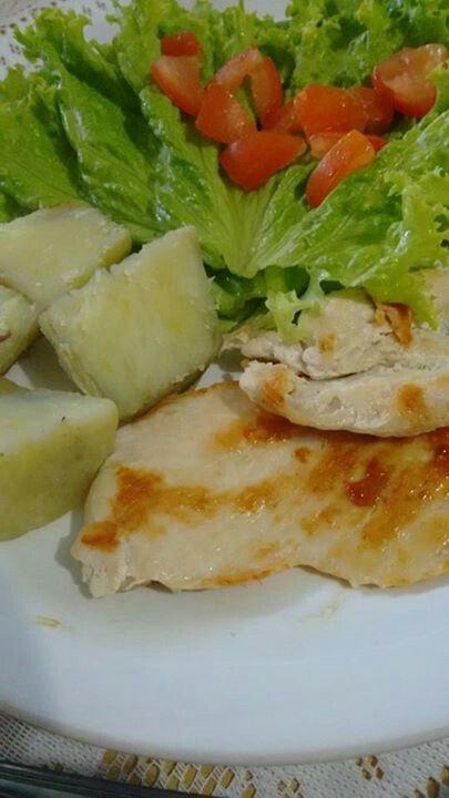 Batata doce,  frango e salada