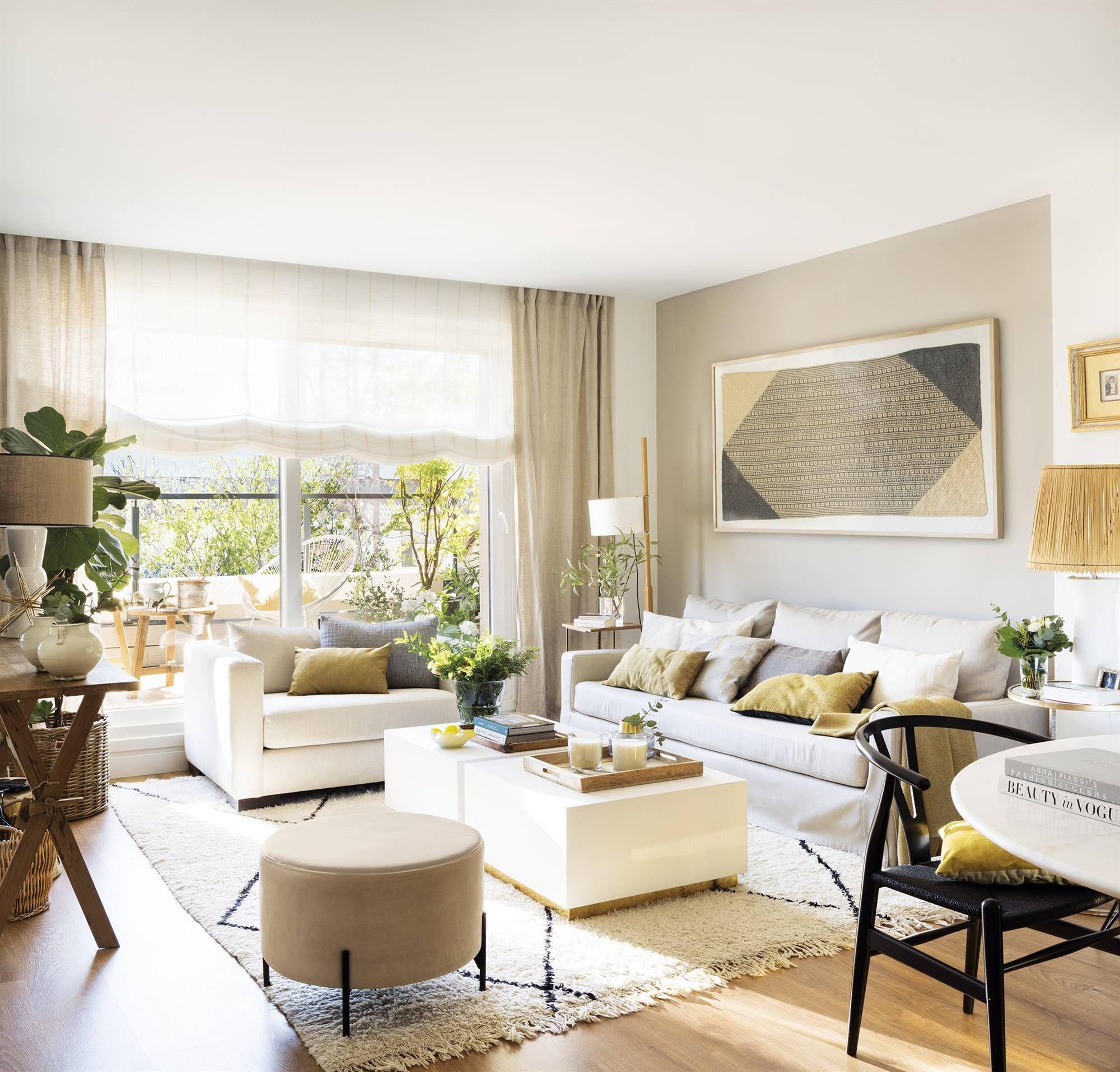 Un salón familiar con acceso a la terraza en 18  Muebles a