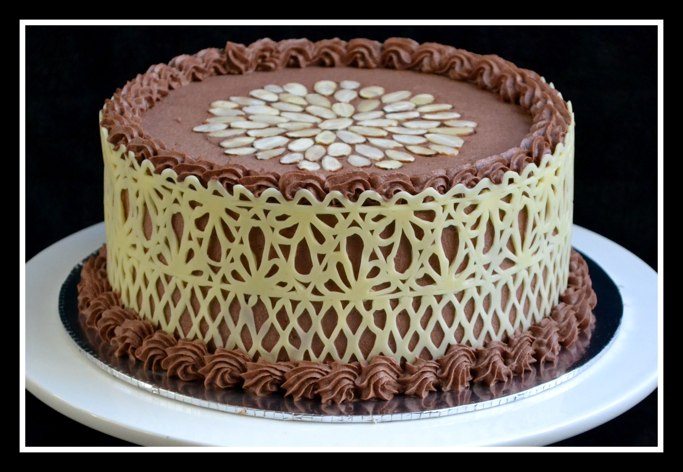 Chocolate lace cake A special cake just for Easter Banana