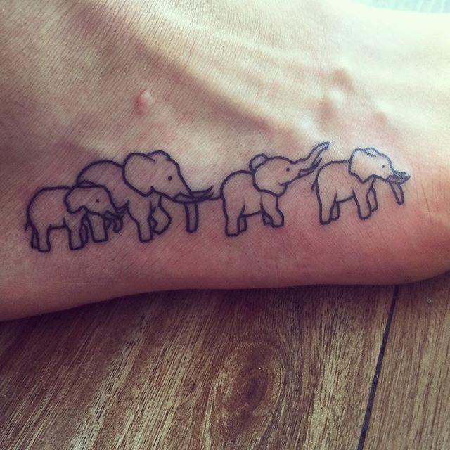 37 mind boggling elephant tattoo designs ink pinterest tatouages tatouage noir et. Black Bedroom Furniture Sets. Home Design Ideas