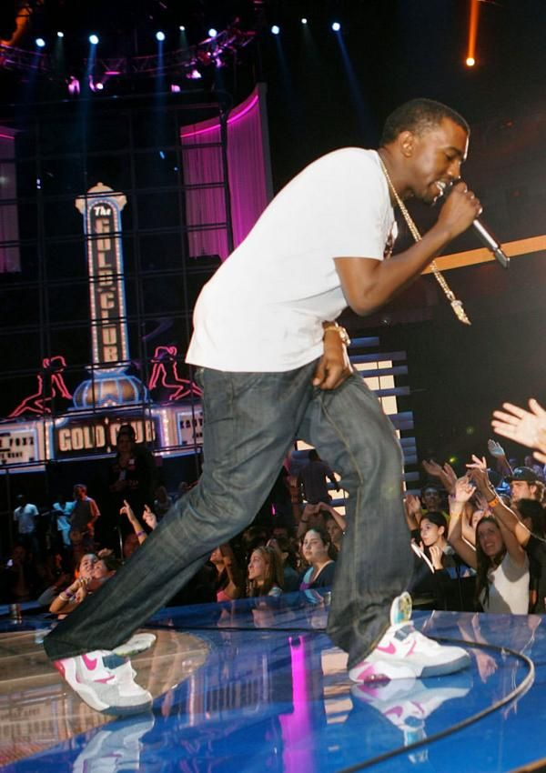 Kanye West Rehearses For His 2005 Vma Performance In The Union Nike Air Force 180 Vma Performance Celebrity Singers Celebrities