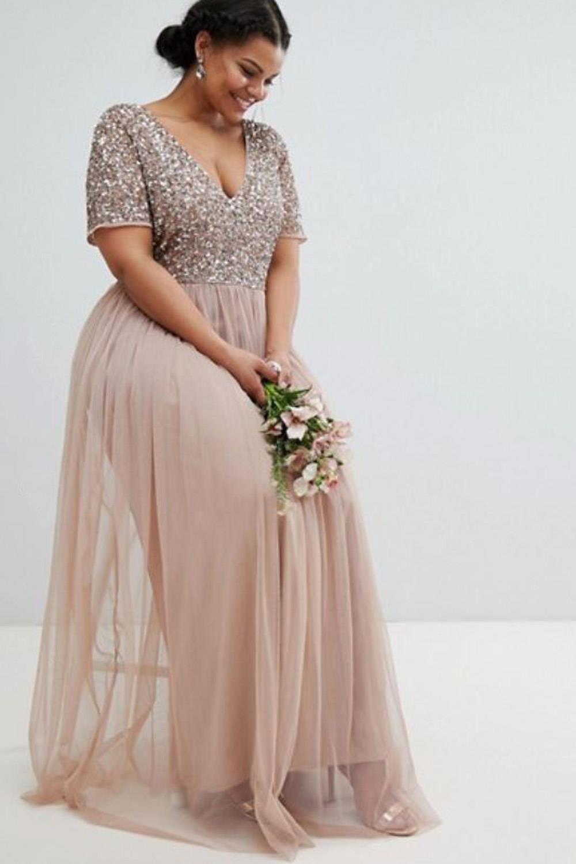 5d2f91296e0aa Vestidos de tallas grandes que solo quedan bien si tienes curvas. Precioso vestido  de Maya