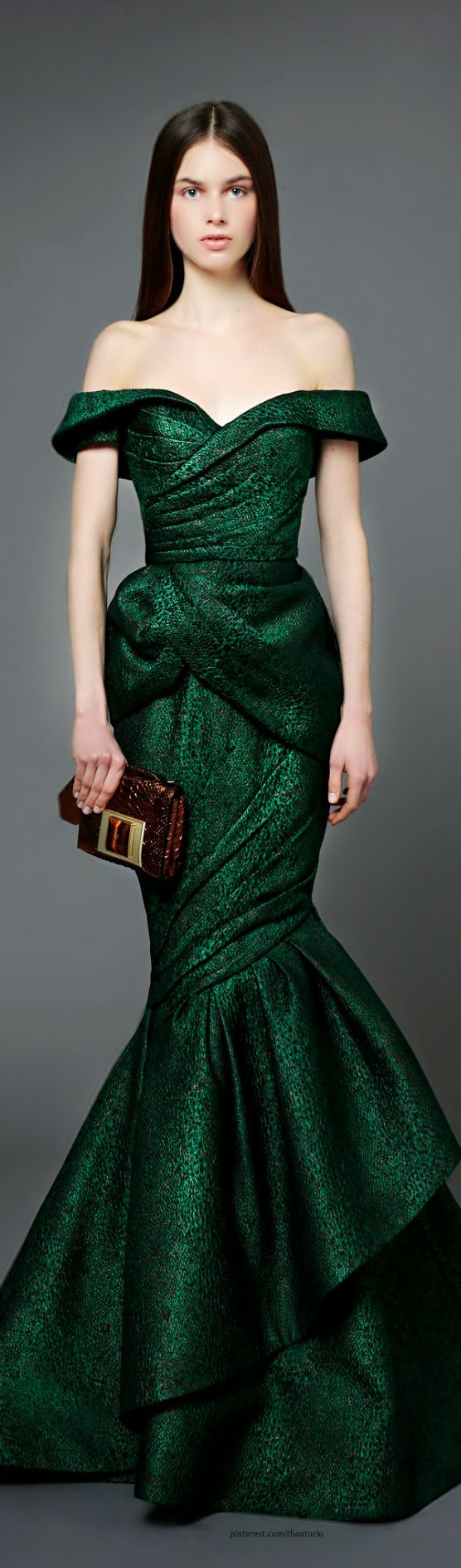 Gorgeous green prom dress  Edel Dunkles Flaschengrün Farbpassnummer  Kerstin Tomancok