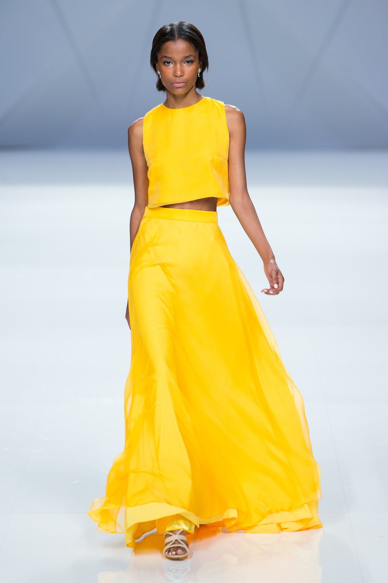 9a2174cc395 yellow-outfits3-675x1013 6 Main Fashion Trends of Spring   Summer 2017