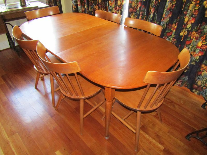 Athol furniture maple dining room table with 6 chairs for Maple dining room table