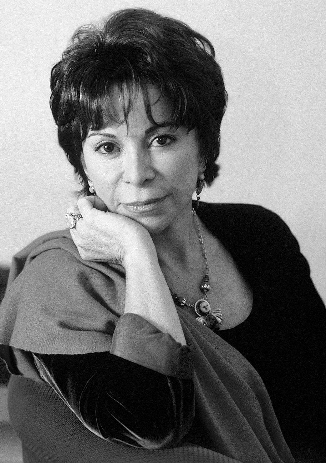 Isabel Allende de Lima, Peru.Ella cumpleaños es el 2 de agosto.Ella vive en San Rafael, California. A Isabel a mí nos gusta escribir. Nosotros las dos enseña pero yo enseña la deporte y ella enseña literatura. Nosotros las dos enseña pero yo enseña la deporte y ella enseña literatura. Nosotros las dos enseña.Isabel y yo somos creativa.