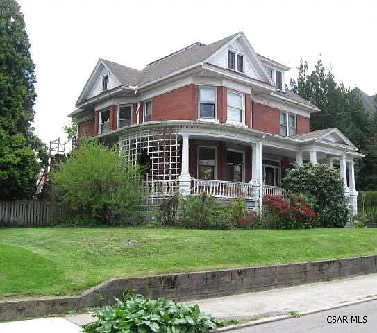 1107 Mckinley Ave Johnstown Pa 15905 Zillow House Styles Renting A House Historical Architecture