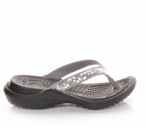 8ced970ce5afc8 The water won t be the only thing that shimmers this summer.  sandals  style   fashion